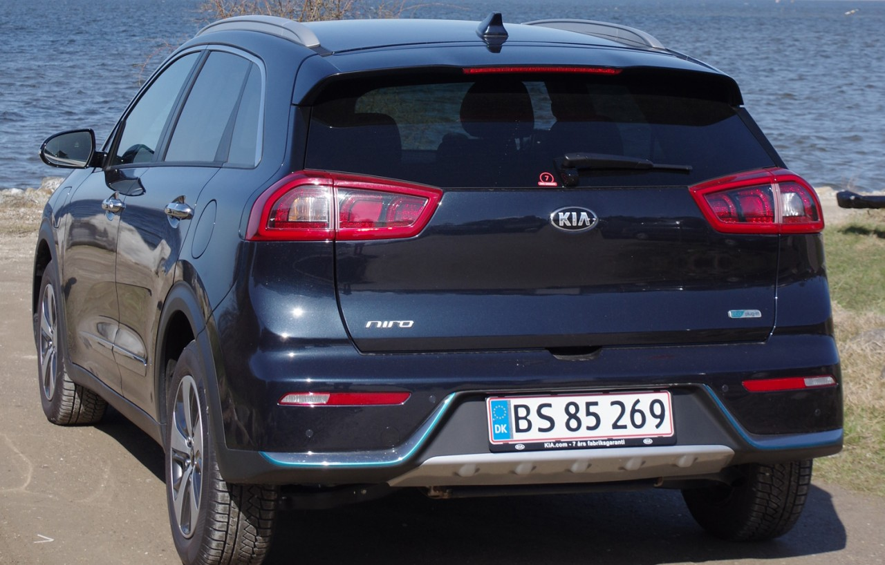 Niro-Plug-in-Hybrid-rear