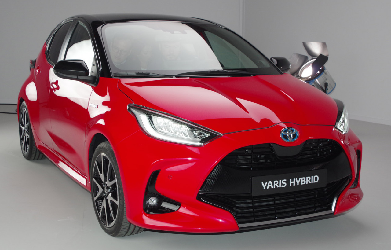 Toyota-Yaris-front-FE
