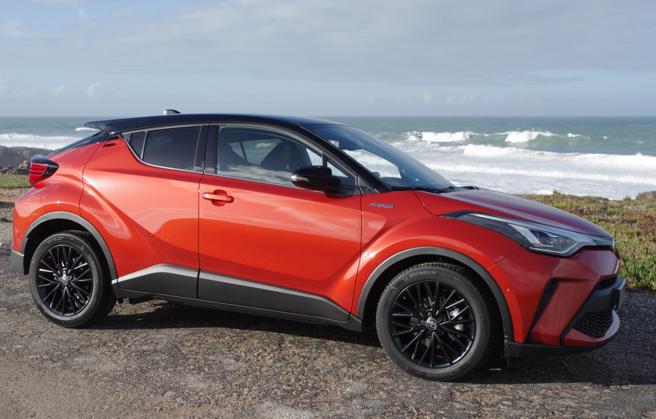 First World Testdrive: Toyota C-HR 2,0 Hybrid Dynamic Force